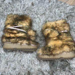Colin Stuart size 6 fuzzy Victoria secret boots